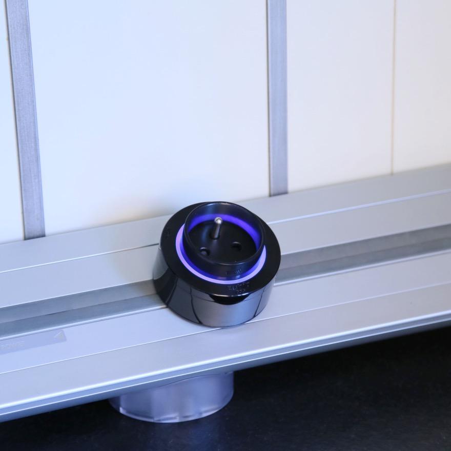 prise lectrique fran aise eubiq clairage led bleu. Black Bedroom Furniture Sets. Home Design Ideas